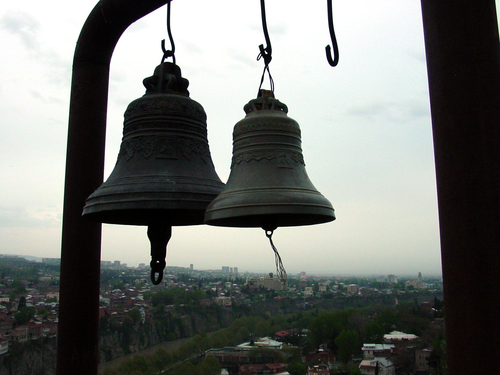 Resuenan las campanas