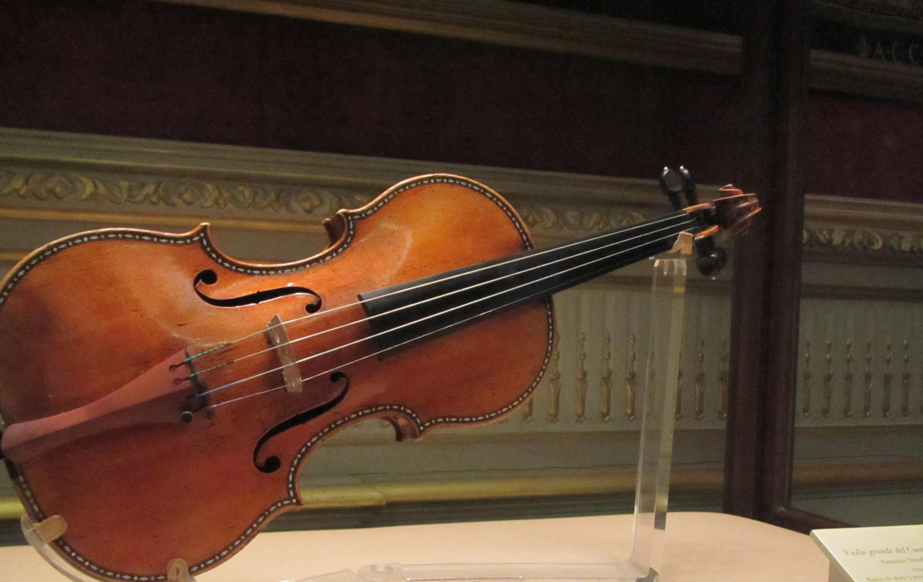 ¿Violines de la nada? (Rep.)