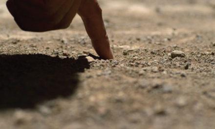 Escribiendo en el suelo