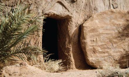 No está en la tumba