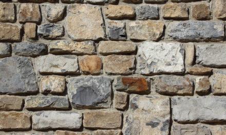 Detrás de los muros
