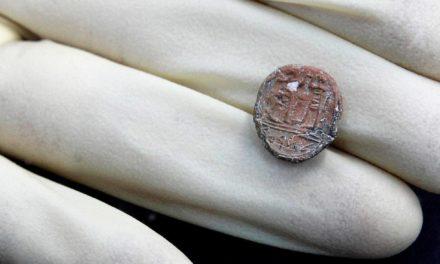 Descubren en Jerusalén un sello de 2700 años