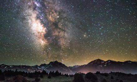 ¿Por qué no se caen las estrellas del cielo?