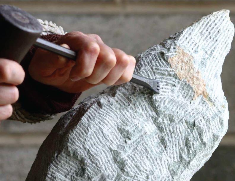Golpeando el duro granito
