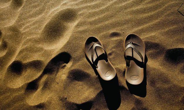 Quita las sandalias de tus pies